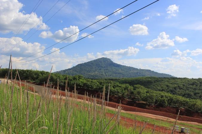 Núi Bà Rá nhìn từ xa