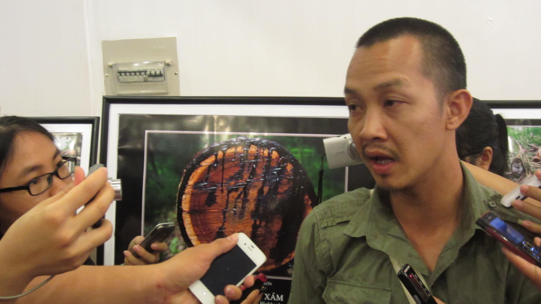 Nguyễn Na Sơn trả lời phỏng vấn về bộ ảnh Tây Nguyên màu xám