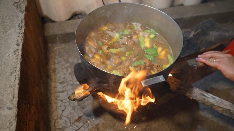Nấu lẩu mắm